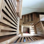 Comment installer des marches d'escalier en bois dur ?